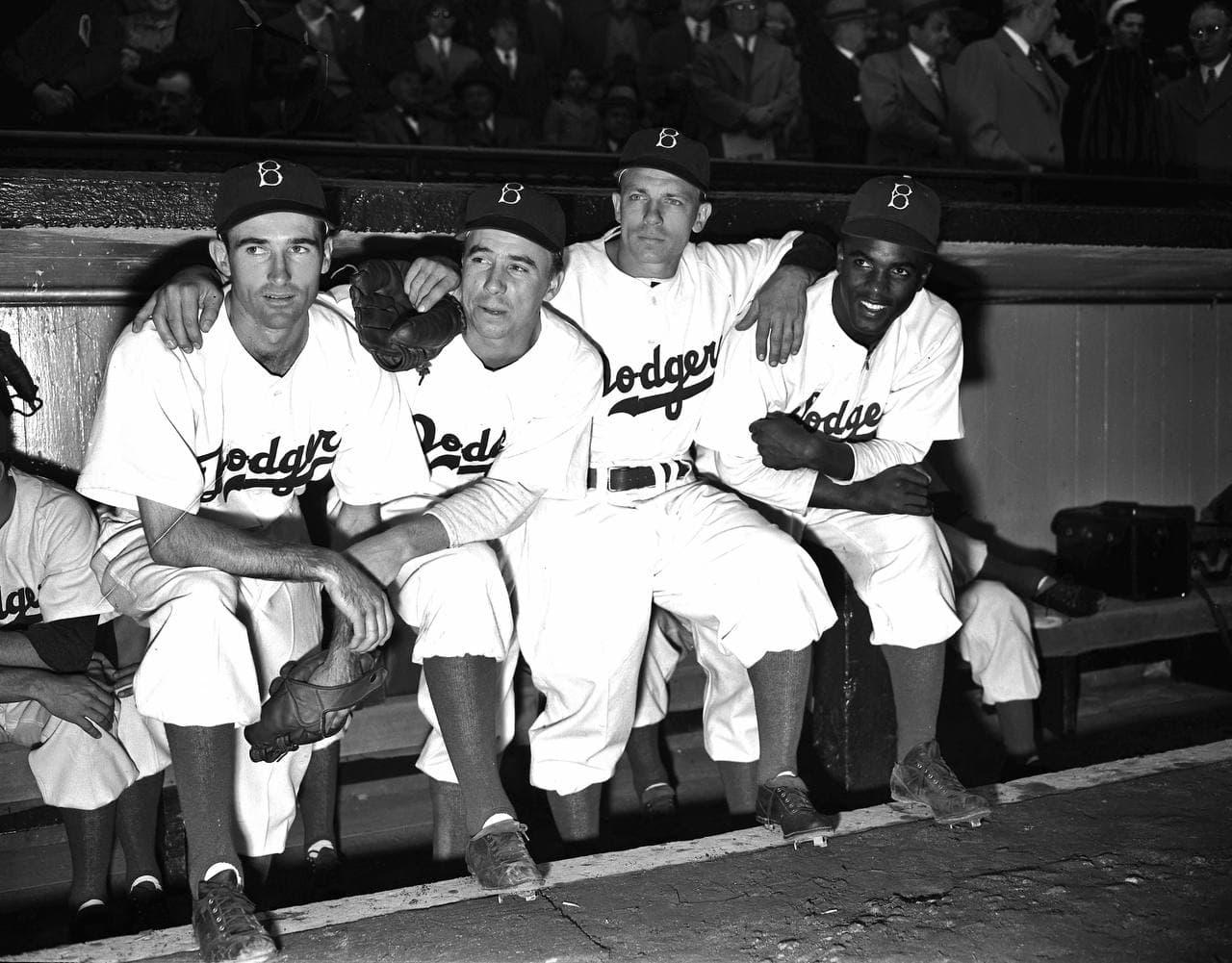 جکی رابینسن در سال 1947 به اولین بازیکن سیاه پوست تاریخ لیگ MLB تبدیل شد